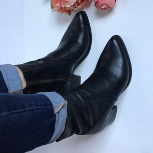 Pointed Toe Ankle Boot. Steve Madden. Size 7.5.